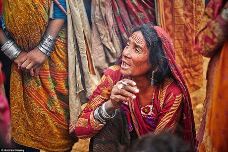 Kham pha cuoc song cua nhung nguoi du muc o Nepal qua anh - Anh 3
