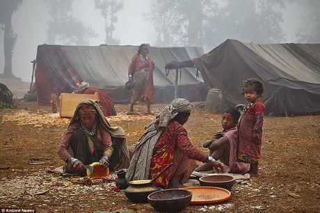 Kham pha cuoc song cua nhung nguoi du muc o Nepal qua anh - Anh 6