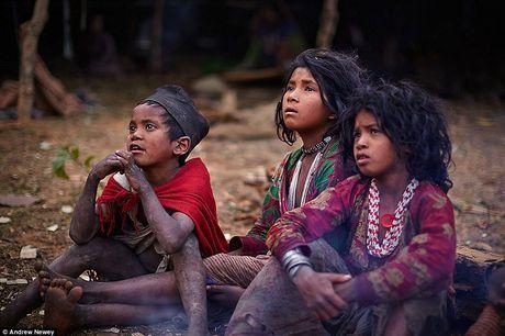 Kham pha cuoc song cua nhung nguoi du muc o Nepal qua anh - Anh 8