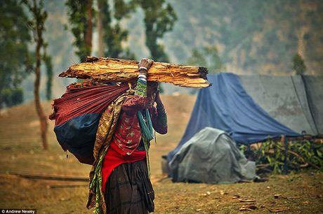 Kham pha cuoc song cua nhung nguoi du muc o Nepal qua anh - Anh 9