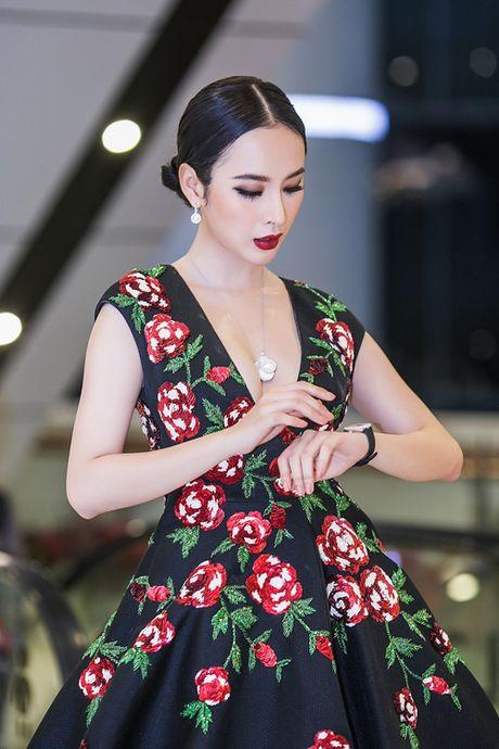 Angela Phuong Trinh dien trang suc 2 ty, khoe nguc khung giua thoi tiet lanh gia - Anh 4