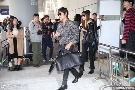 Lee Min Jung xuat hien cung chong tai Hong Kong - Anh 2