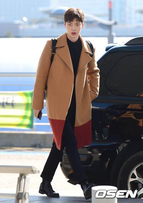 Lee Min Jung xuat hien cung chong tai Hong Kong - Anh 6