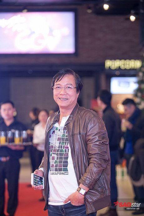 Deo trang suc 2 ty, Angela Phuong Trinh di cung dan ve si 'khong giong ai' tai hop bao phim - Anh 7