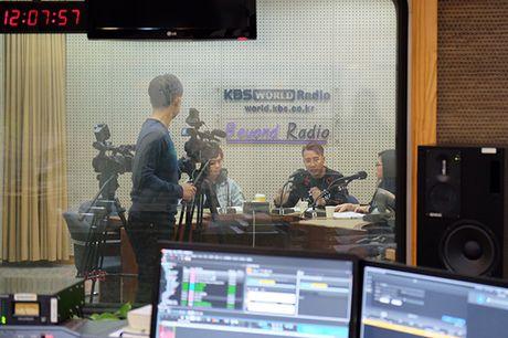 Only C va Lou Hoang vinh du duoc dai KBS Han Quoc moi phong van - Anh 4