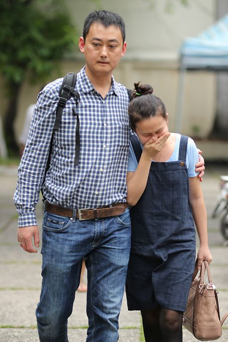 Con gai NSUT Quang Ly tu Dan Mach ve khoc nac trong dam tang cha - Anh 2