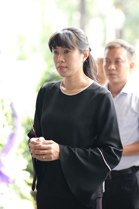 Con gai NSUT Quang Ly tu Dan Mach ve khoc nac trong dam tang cha - Anh 8