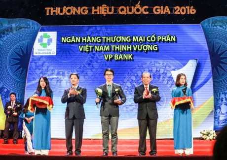 VPBank dat 10 giai thuong, chung nhan nam 2016 - Anh 1