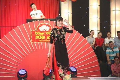 Thi sinh thang 100 trieu: 'Chong cam di dien nhu Le Thi Dan' - Anh 2