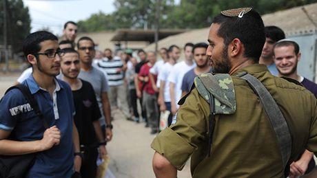 68 tan binh Israel di tu vi tu choi phuc vu don vi thiet giap - Anh 1