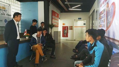 Tin loi hua luong 2.000 USD, hang chuc ky su an trai dang - Anh 4