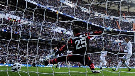 Diem lai nhung 'dau giay' cua Messi trong cac tran Sieu kinh dien - Anh 14