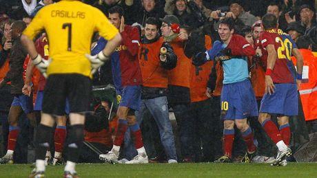 Diem lai nhung 'dau giay' cua Messi trong cac tran Sieu kinh dien - Anh 3