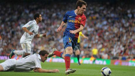 Diem lai nhung 'dau giay' cua Messi trong cac tran Sieu kinh dien - Anh 4