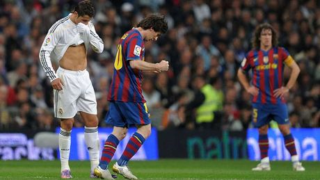 Diem lai nhung 'dau giay' cua Messi trong cac tran Sieu kinh dien - Anh 5