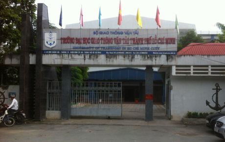 Phe binh nghiem khac hieu truong DH Giao thong van tai TP.HCM - Anh 1