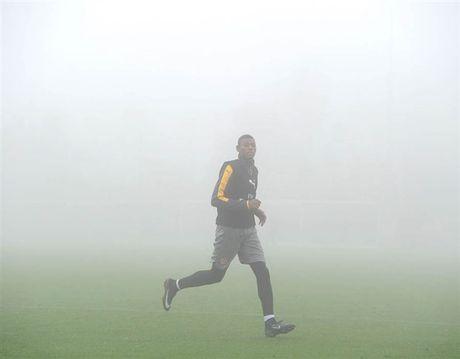 Arsenal ngap chim trong suong mu truoc gio 'chien' Man City - Anh 3
