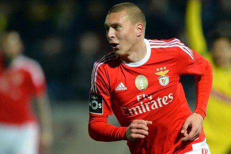 Diem tin toi 18/12: M.U nham trung ve Benfica; 'Mach nuoc' Pep da bai Arsenal - Anh 1