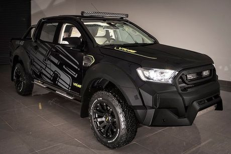 'Xe hop' Ford Ranger do sieu khung cua Valentino Rossi - Anh 6
