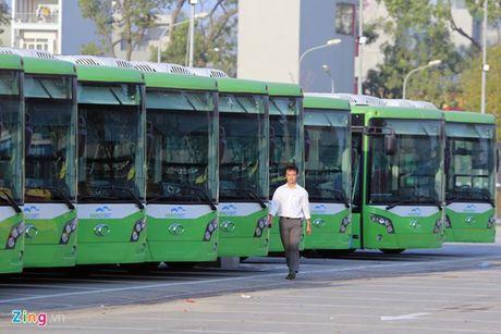 35 xe buyt nhanh Ha Noi chua duoc dang kiem - Anh 1