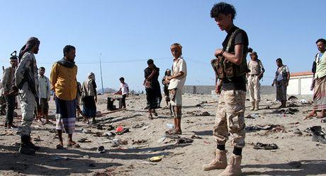 IS nhan trach nhiem trong vu tan cong kinh hoang tai Yemen - Anh 1
