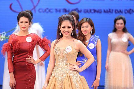Khanh Ngan than mat voi MC Anh Tuan tren ghe nong - Anh 17