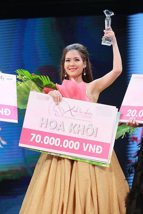 Khanh Ngan than mat voi MC Anh Tuan tren ghe nong - Anh 18