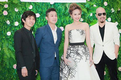 Khanh Ngan than mat voi MC Anh Tuan tren ghe nong - Anh 6