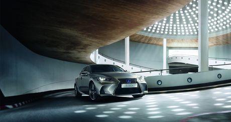 Lexus IS 2017 co gia tu 37.495 USD - Anh 1
