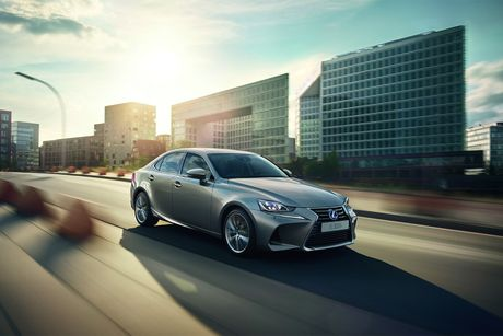Lexus IS 2017 co gia tu 37.495 USD - Anh 2