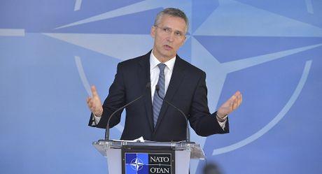 Ong Stoltenberg ly giai vi sao NATO 'kiem che' trong xung dot Syria - Anh 1