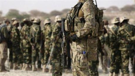 Dac nhiem Syria bat song 14 co van quan su NATO-Vung Vinh o dong Aleppo - Anh 1