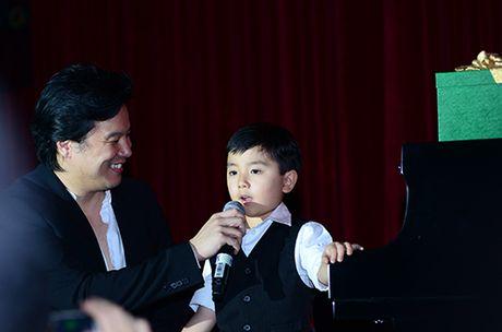 Xem than dong piano 5 tuoi goc Viet Evan Le mac ao dai dan 'Diem xua' lay dong long nguoi - Anh 4