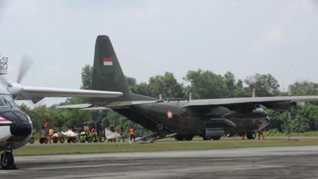 May bay van tai quan su C-130 Indonesia roi xuong nui, 13 nguoi chet - Anh 1
