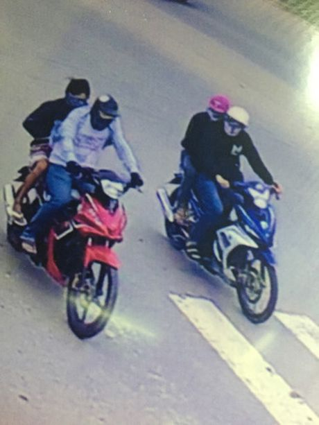 Hien truong vu 4 nghi can bit mat, dung sung cuop tiem vang - Anh 2