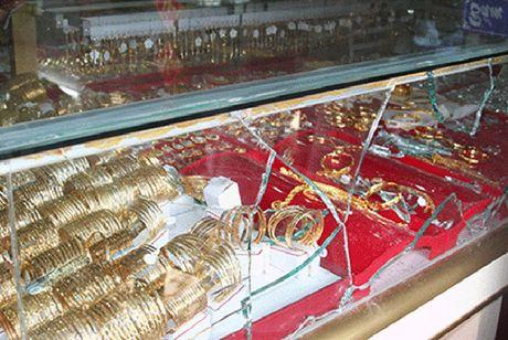 Hien truong vu 4 nghi can bit mat, dung sung cuop tiem vang - Anh 6