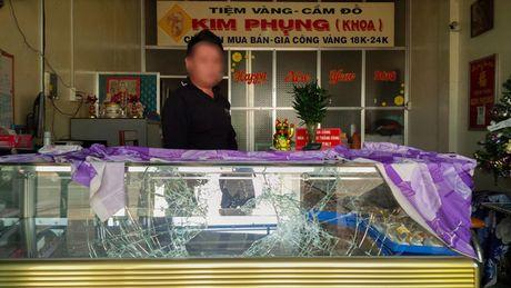 Hien truong vu 4 nghi can bit mat, dung sung cuop tiem vang - Anh 7