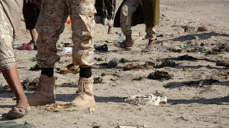 IS nhan trach nhiem ve vu danh bom tu sat o Yemen lam 49 nguoi chet - Anh 1