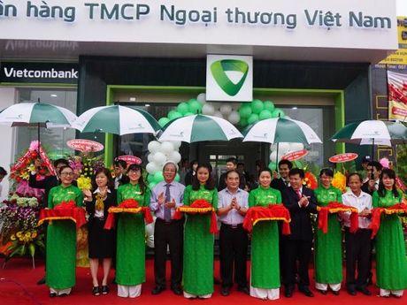 Vietcombank Phu Yen khai truong phong giao dich Song Hinh - Anh 1