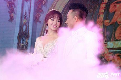 Mr. Dam, Thu Minh nhiet tinh hat chuc mung dam cuoi Tran Thanh - Hari Won - Anh 5