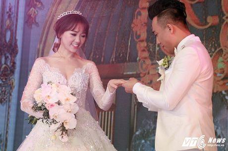 Mr. Dam, Thu Minh nhiet tinh hat chuc mung dam cuoi Tran Thanh - Hari Won - Anh 6