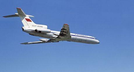 May bay Tu-154 roi do 'va cham voi doi tuong ben ngoai'? - Anh 1