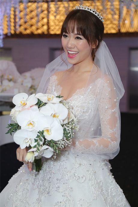 Can canh hai chiec vay cuoi Tran Thanh dat thiet ke rieng cho Hari Won - Anh 10