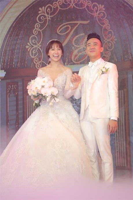 Can canh hai chiec vay cuoi Tran Thanh dat thiet ke rieng cho Hari Won - Anh 14