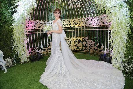 Can canh hai chiec vay cuoi Tran Thanh dat thiet ke rieng cho Hari Won - Anh 5