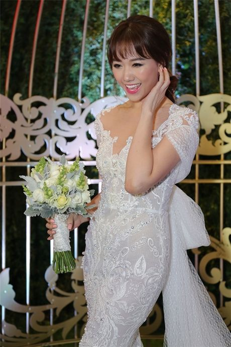 Can canh hai chiec vay cuoi Tran Thanh dat thiet ke rieng cho Hari Won - Anh 7