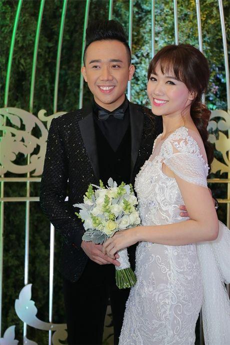 Can canh hai chiec vay cuoi Tran Thanh dat thiet ke rieng cho Hari Won - Anh 8