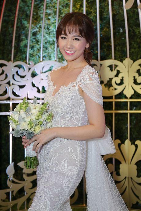 Can canh hai chiec vay cuoi Tran Thanh dat thiet ke rieng cho Hari Won - Anh 9