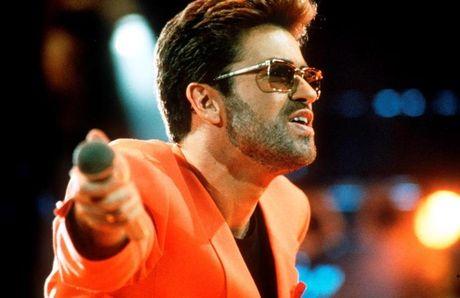Nhin lai cuoc doi va su nghiep cua ngoi sao nhac pop George Michael - Anh 10