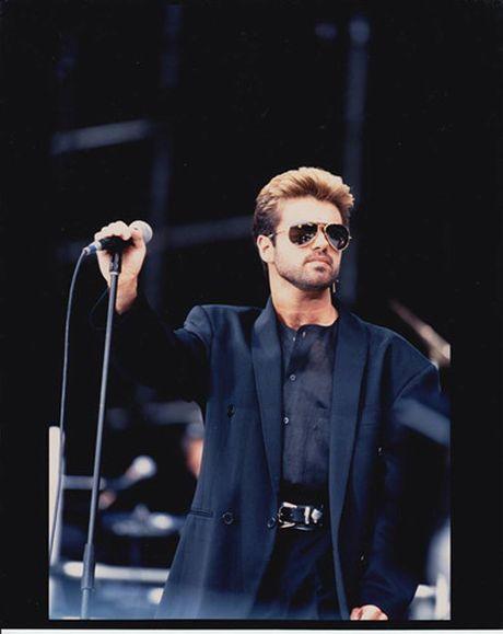 Nhin lai cuoc doi va su nghiep cua ngoi sao nhac pop George Michael - Anh 4